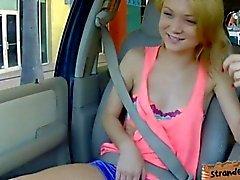 Милый маленький грудь блонди подросток Дакота трахались на заднее сиденье
