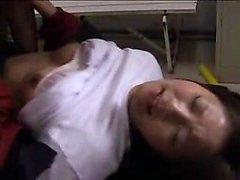 Asiatisk härlig tonåring har företagets tre vild Pojkarna plogning hennes trånga