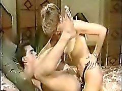 Sharon Kane eikels Rod Garetto met een voorbinddildo