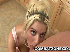 A Kodi Gamble - Blonde di Milf cam Cucina Con Un L'uomo Calvo