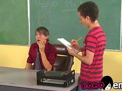 Homo lärare Andy Kay pounds unga homosexuella studenter anus ungefär