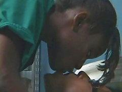 Азиатский японский парень трахает черную девочку из черного дерева в больнице