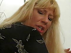 Mulher madura loira desossada