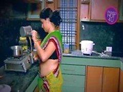 Casalinghe indian Tentato Ragazzo Neighbour zio in Kitchen ( Low )