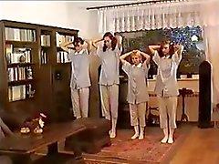 Russische tiener rode kontjes goed afgedroogd