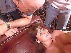 Mükemmel brunette kaltak eş kocasının saatler kadar lanet bir güzel bir sert göt alıyor
