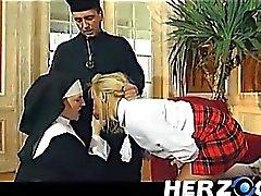 De colegiala de Baviera y la monja golpeada disco por el padre