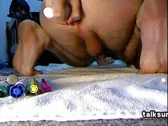Hot Gay strappi ragazzo solo e spettacolo giocando davanti a webcam