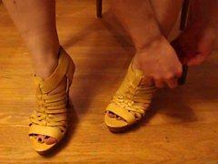 Dedos del pie de Kate se , polaco , loción y la los zapatos
