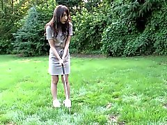 Eager brunette loves sucking hard cock on the golf course