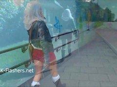 Adolescente tímido exibicionista loira Lissas piscando pública e bebês nus ao ar livre