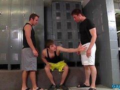 Stor kuk gay trio med cumshot