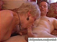 Donna cougar splendido succhia il cazzo e mangia cum