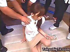 Aziatische MiLF Rina Tomoa Gets Gespoten
