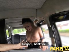 Sahte Taksi Mükemmel göğüsleri ile Çarpıcı Romen