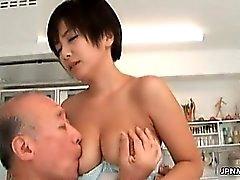 Milf asiática chega as tetas dela sugado part6