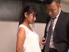 Ravissante baise au bureau le long de Yu Shinohara