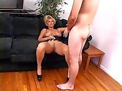 Hot peituda madura Kat Sex Fumar Kleevage