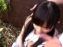 Mjuka tonåring läppar ger vackra närbild avsugning