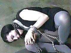 Сдержанная подчиненный получает пытками для своей беззаконного меховой пирогом