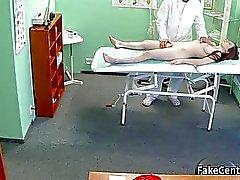 Doctor ебал подростков в своем кабинете