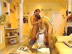 Bisexuelles le MMF sans préservatif fisting groupe de trois - de grands Ejaculation faciale