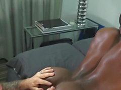 Black guy struggles to take Italian dick