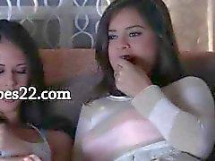 kaksi erittäin kuuma brunette girl2girl