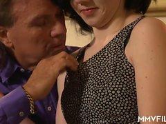 Naughty alemão adolescente com um corpo quente gosta de um bichano incrível