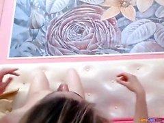 Блондинка и брюнетка делают лесбийскую любовь с игрушками