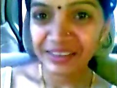 Smart Oudere Indische Aunty Boobs Toon in CAR