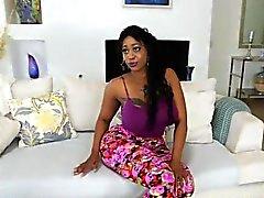 Ebony Harlot Victoria Cakes ostenta Her Big Booty