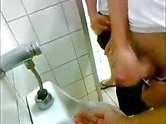 Offentlig toalett hand jobb !
