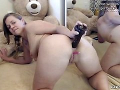 Flirtatious Amatööri Brunette Assfucks Dildo on Cam