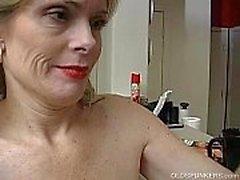 Супер секси старшая дама настолько развратными ей надо дрочил