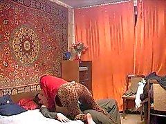 Russischen ausgereifte Mamma und ihre Junge! Amateur !