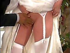 bride fickt ihm die Hochzeitsfoto