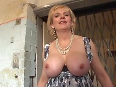 Britânico de MILF Caught In The Lift