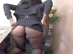 Osa Lovely rimane incastrato masturbarsi sua sedia Capi ...
