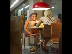 Gaja boa upskirt catturato da McDonalds!