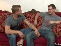 Cinsel dövmeli eşcinseller Phenix Saint ve Trent Diesel püskürtülüyorlar