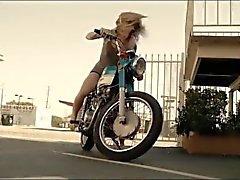 Pieds nus à partir d'un vélo