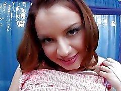 Naughty rödhårig tonåring med håriga vag får hennes röv borrad