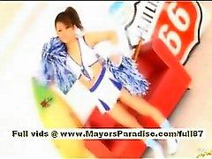 Risa Tsukino Aziatische meisje in cheerleader krijgt likte