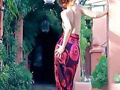 Exotische teenie plagen en dansen