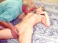Morfar knullar en tonåring