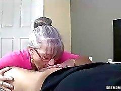 Мамочка хочет дочерей друзей Дик в ее рту