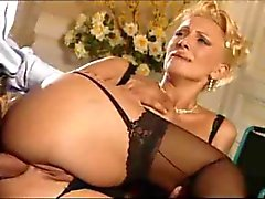 Blonde Hausfrau fickt geil by snahbrandy