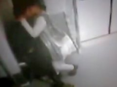 DELHI METRO CCTV FILM FUITE - COUPLE ----. Mp4