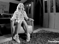 TEENGONZO Hot Carmen Colloway esmagada com pau forte e forte
